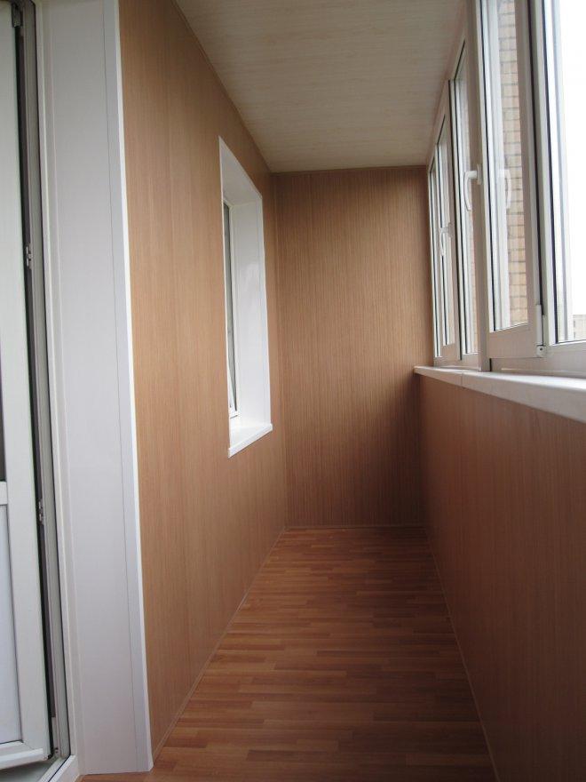 Пластиковые панели для отделки балкона ламинированные..