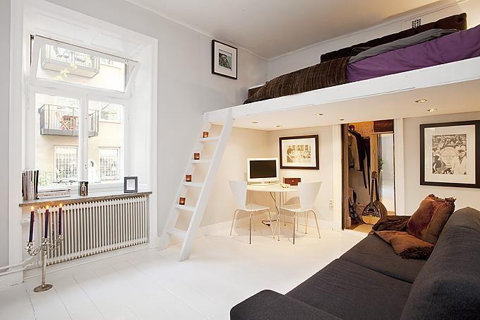 Кровать под потолком фото