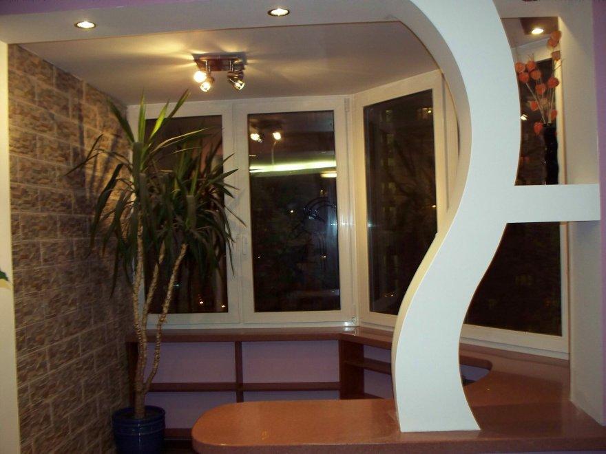 Совмещение полукруглого балкона и кухни..